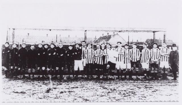 054029 - Sport. Voetbal. Willem II. Wedstrijd Willem II- Wilhelmina (Den Bosch) in 1910