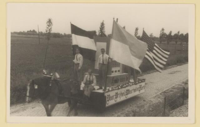 """080846 - WOII; WO2; Bevrijding Udenhout 1945. De optocht. """"Voor vrijheid..........""""."""