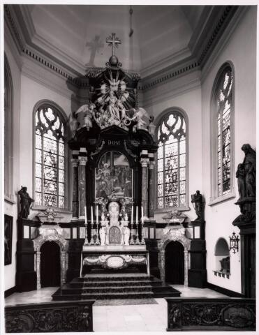 035912 - Interieur van de R.K. kerk van de H. Dionysius op het Heike, thans Stadhuisplein