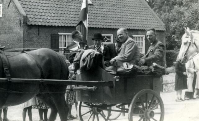601787 - Bevrijdingsoptocht in mei 1945 te Udenhout.