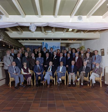 1237_001_063_002 - Groepsfoto van leden / bestuur van de Unie BLHP, Unie van Beambten, Leidinggevend en Hoger Personeel, in november 1997.