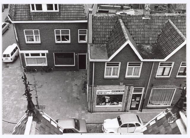 018116 - Elzenstraat vanuit het Ursulinenklooster. In het midden loodsgietersbedrijf Marijn van Herel