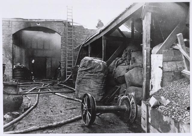 022680 - Brand bij kunstwolfabriek Berghegge in de Hoogvensestraat op 16 april 1927