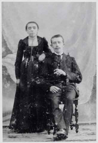 046057 - Wilhelmus Theodorus Godefridus (Govert) Otten, wever, geboren te Goirle op 24 oktober 1877, zoon van Jacobus Otten en Adriana Couwenberg, trouwde te Goirle op 16 mei 1904 met Maria Catharina in 't Ven, dochter van Adriaan in 't Ven en Maria Catharina Havermans. Zij overleed te Goirle op 11 april 1910. Govert Otten hertrouwde met Petronella de Garde.