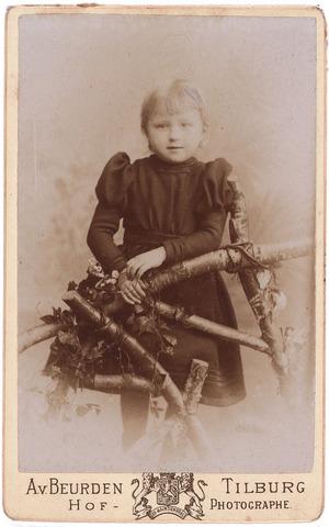 003581 - ....Berghegge, dochter van Josephine Maria Margaretha Houben (1853-1920) en Johannes Antonius Berghegge (1850-1922