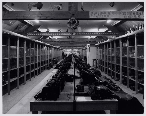 103874 - Tentoonstelling van schrijfmachines, later onderdeel van de collectie van het museum. 'Scryption' voor schrift-schrijven en schrijfmachines op zolder bij de fraters van het Moederhuis aan de Gasthuisstraat(ring).