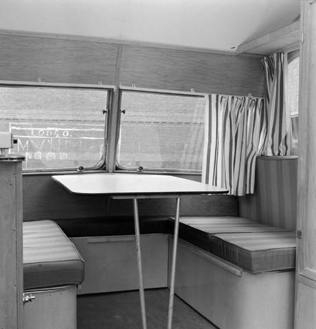 1237_013_064_004 - Caravan. Caravans van firma P.v.Geloven interieur