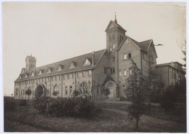 017670 - Studiehuis St.-Joseph van de Rooi Pannen. Het werd in 1914 gebouwd en een jaar later betrokken.