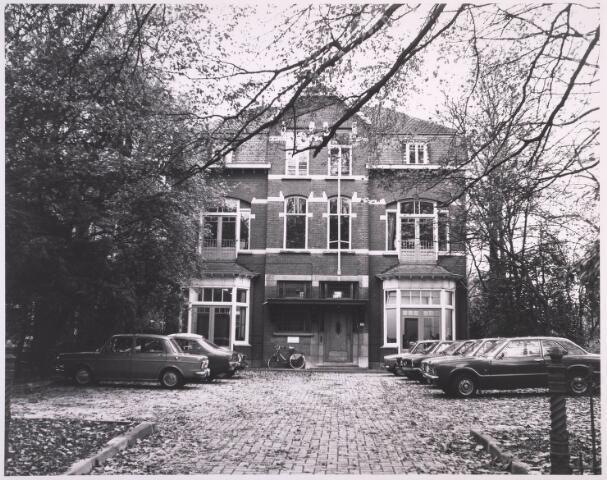 023263 - Pand St. Josephstraat 104 eind 1976. Voorheen waren dit twee aparte woningen