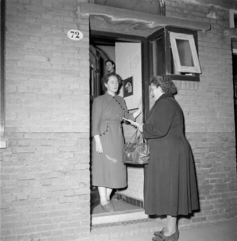 050431 - Leden van de Katholieke Arbeiders Vrouwenorganisatie KAV : mej. Slokwielder St. Annaplein 21, bij Koffens Goirkestraat 72.