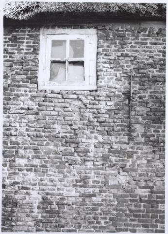026490 - Detail zijmuur van het pand Moerstraat 7
