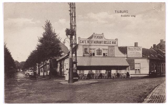 002677 - In het midden het pand Heuvel N491, vanaf 1910 Heuvel 63. Links de toenmalige Bosscheweg, nu Tivolistraat, rechts de St. Josephstraat. Het pand dat van oudsher bekend staat als 'de Pijl' was rond 1900 eigendom van smid Hubertus Mattheus Spieringhs, die zelf woonde op nr. N490, vanaf 1910 Bosscheweg 240, en daar overleed op 31 maart 1901. Het pand N491 werd gehuurd en bewoond door schoensnijder/logementhouder J. Weber. Na de dood van Spieringhs bleef de weduwe Spieringhs-Embregts het pand Bosscheweg 240 bewonen. In 1910 was Jos. Spieringhs de bewoner van herberg de Pijl. In dat jaar werden de onroerende goederen van de familie Spiering(h)s publiek te koop aangeboden door notaris Maas. Koop 1 bestond uit 'het van ouds genaamde huis de Pijl' aan de Heuvel nr. 63 met de woning daarnaast bekend als pand Bosscheweg 240,dan bewoond door tapijtwever L. Pauwels. Koop 2 bestond uit de daarnaast liggende woning bekend als Bosscheweg 238, bewoond door de weduwe Van de Ven-de Hoon, koop 3 bestond uit de massa van de kopen 1 en 2 en koop 4 uit het pand Bosscheweg 234, bewoond door aanzegger Rabanus van den Besselaar. Tenslotte was er koop 5: de massa van de vorige kopen. Volgens de notaris 'een schoon geheel uitmakende voor hotel met koffiehuis op uitmuntende stand'. De finale verkoping vond plaats in de herberg van Spiering(hs) op 25 oktober 1910. Fabrikant Petrus C.L.A. Lombaers werd eigenaar van koop 5 dus van al de onroerende goederen van de familie Spie  ring(h)s. Hij verbouwde niets, maar verhuurde 'de Pijl' aan Cornelis Gregorius Hermans, geboren te Ginneken op 22 december 1876. Of Lombaers of Hermans hebben de naam 'de Pijl' veranderd in pension-café-restaurant Bellevue'. Hermans verhuisde in 1932 naar café 'Central' aan de Heuvel. De nieuwe caféhouder in Bellevue werd Cornelis J. van de Weijdeven, geboren te Tilburg op 8 november 1902. Op de gevel rechts reclame voor de firma Henri Majoie aan de Koestraat, handelaar in dranken.