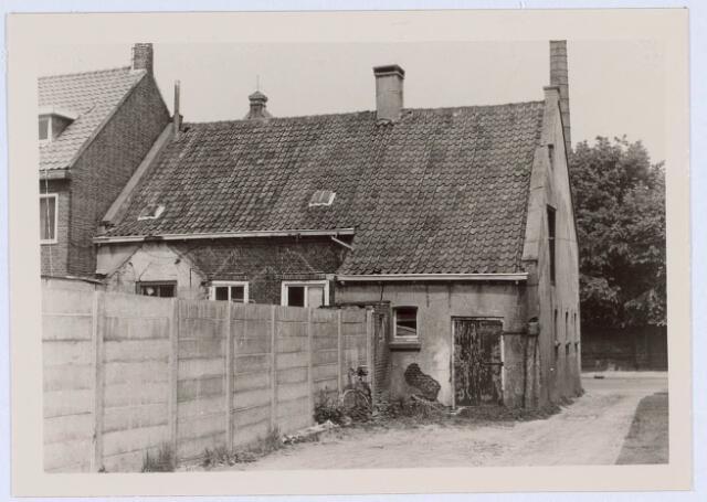 020602 - Achterzijde van het pand Hasseltstraat 301 halverwege 1966