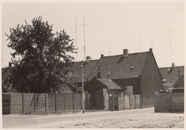 026435 - Minckelersstraat, voorheen Locomotiefstraat (voorgrond), achterzijde van panden aan de Lange Nieuwstraat