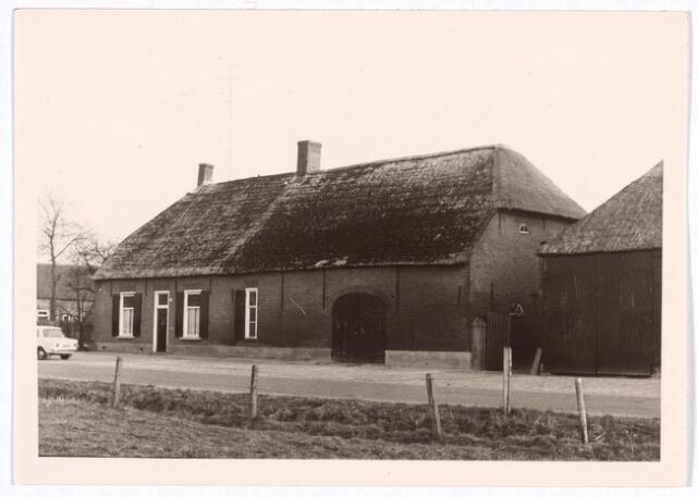 017801 - Boerderij aan de Rielseweg (thans Dr. Hub. van Doorneweg) begin 1968