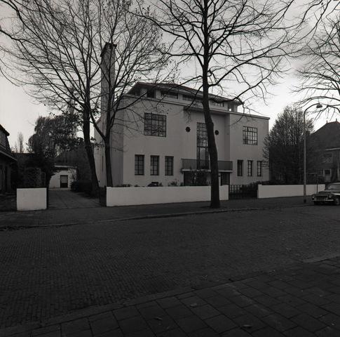 653746 - Elisabethziekenhuis. Gezondheidszoeg. Het Witte Huis, later het Verbeeten Instituut aan de prof. Donderstraat. Hier de zijgevel aan de Jan van Beverwijckstraat.