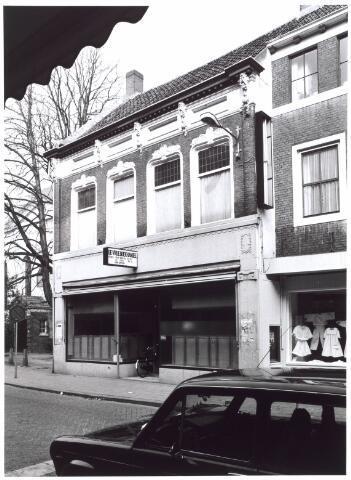 022011 - De Vrije Boekhandel aan de Heuvelstraat, in het gedeelte van de voormalige Zomerstraat