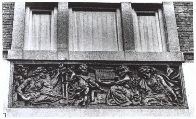 027094 - Hogere Textielschool. Uit: Ons Zuiden, 1934. Zie ook documentnr. 27092.