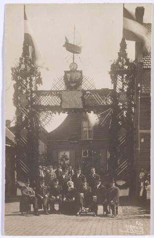 019069 - Viering van een gouden bruiloft in de Goirkestraat in 1919