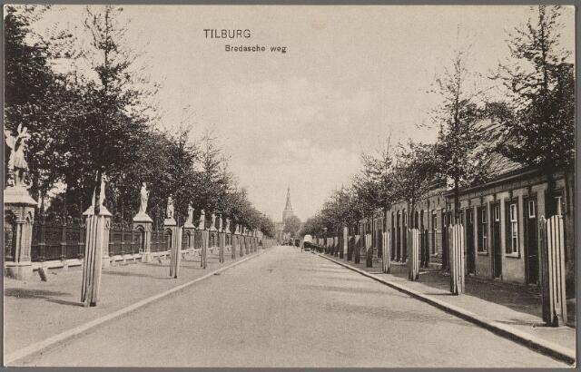010333 - Bredaseweg met links het kerkhof van de parochie Heike.