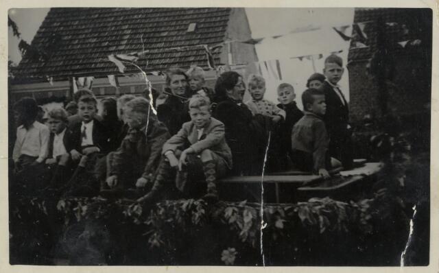 88900 - WOII; WO2; Bevrijdingsfeest 1945 Wagenberg