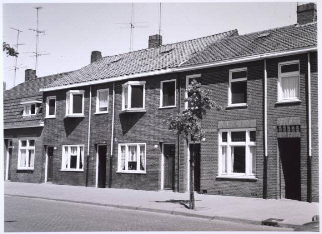 023559 - Rijtjeshuizen aan de Kapitein Nemostraat, voorheen Enschotsestraat