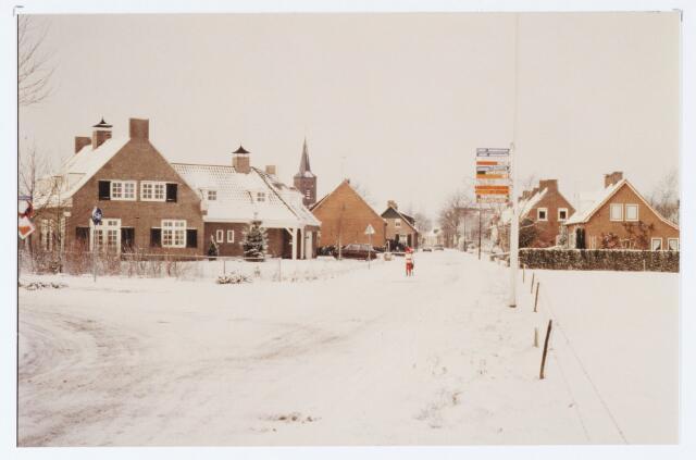 062450 - Inkijk Berkelseweg richting de kerk van de R.K. parochie St. Willibrordus