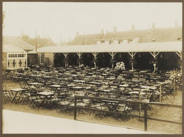 068546 - Feestterrein aan de Stedekestraat in 1924, ingericht ter gelegenheid van het 60-jarig bestaan van harmonie Orpheus