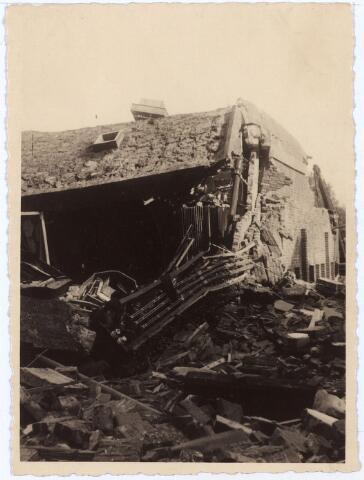 012014 - Tweede Wereldoorlog. Vernieling werkplaats NS.  Beeld van de catastrofale gevolgen van hevige Duitse bombardementen van de centrale werkplaats van de Nederlandse Spoowegen gedurende drie dagen in september 1944