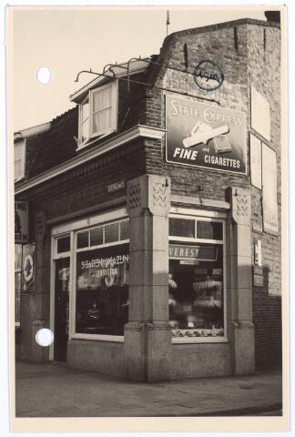 016305 - Tabakswinkel van J. Franc - Cruq aan de Bredaseweg 170, hoek Klaverstraat