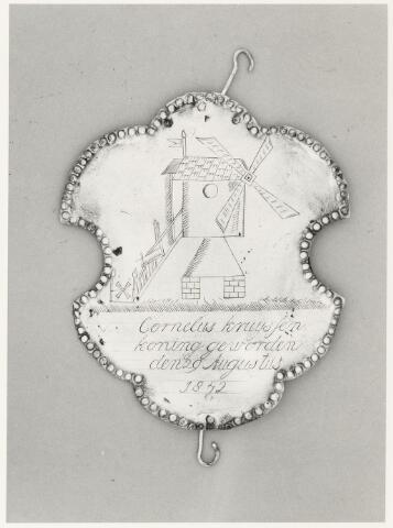 067039 - Schuttersgilden. Gilde Sint Joris. Koningsschild van Cornelis Kruijssen geboren Tilburg 2 maart 1784, overleden Tilburg 11 november 1852. Molenaars op de Veldhovense molen.