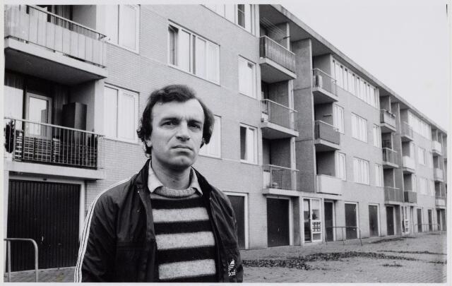 104313 - Dhr. Gerard van Gageldonk, contact persoon van de werkgroep isolatie portiekflats Oosterheide te Oosterhout.