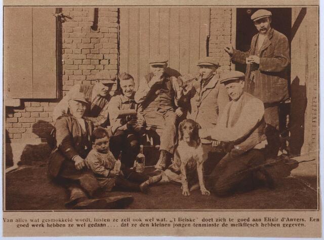 Smokkelaars in de Oude Kerkstraat te Tilburg omstreeks 1928. Coll. RHC Tilburg