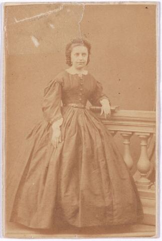 005258 - Maria Francisca Jacoba Smits, geboren Breda 28 februari 1840, overleden Tilburg 25 oktober 1906, trouwde op 17 augustus 1864 met Wilhelmus Petrus Adrianus Mutsaers geboren Tilburg 3 augustus 1833, overleden Tilburg 12 februari 1907, burgemeester Tilburg december 1901-februari 1907