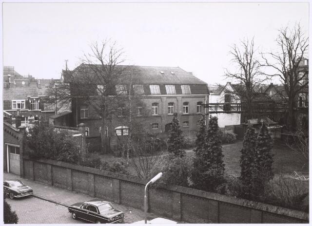 025060 - Voormalige fabriekspand van Antoon de Rooy aan de Jan Aartestraat, hier gezien vanuit de Lancierstraat.