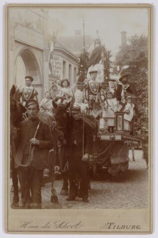 048860 - Feest van het 50-jarig bestaan van de sociëteit Nieuwe Koninklijke Harmonie 1893. Praalwagen Minerva no. 6 in de Spoorlaan bij de toegangspoort Willem II-straat.