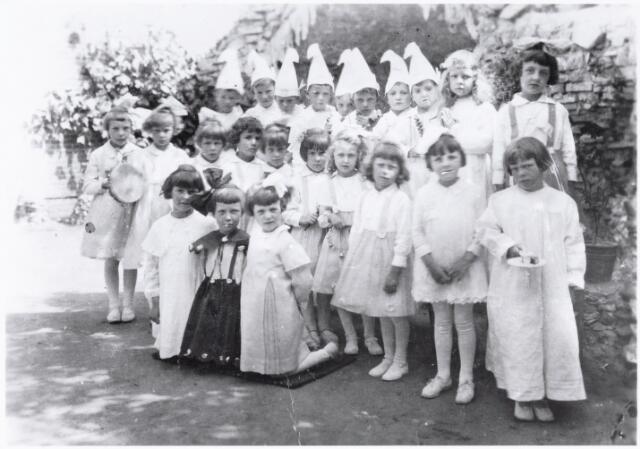 051023 - Basisonderwijs. Klassenfoto. Leerlingen van de kleuterschool van de parochie Broekhoven.
