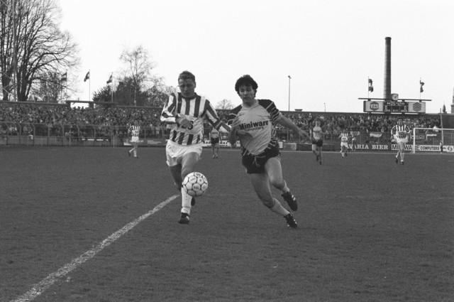 TLB023002609_001 - Voetbal. Actie van Willem II -speler Bud Brocken in het stadion van Willem II.