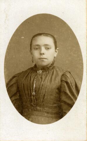 092622 - Maria Catharina in ´t Ven, geboren te Goirle op 10 december 1876  en aldaar overleden op 11 april 1910. Zij was een dochter van rijknecht Adriaan in ´t Ven en Maria Catharina Havermans en trouwde te Goirle op 16 mei 1904 met wever Wilhelmus theodorus Godefridus Otten.