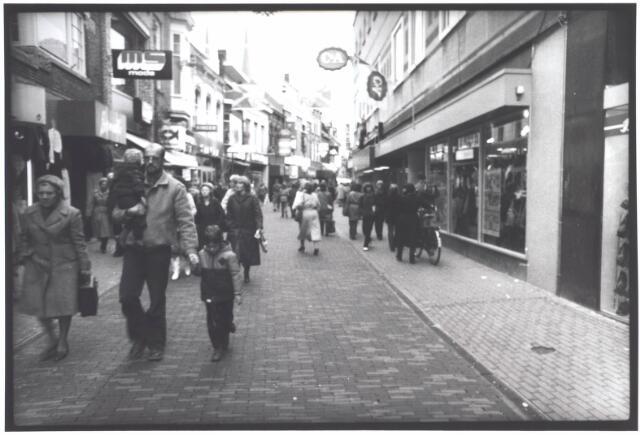 021917 - Heuvelstraat, gezien in de richting van de Heuvel