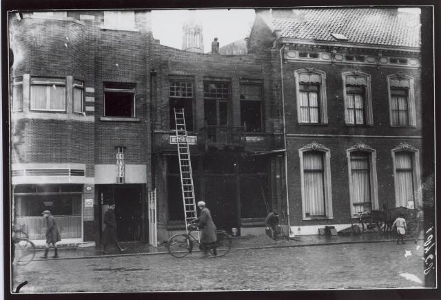 021224 - Café De Valk na de fatale brand eind december 1931