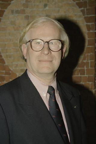 TLB023000968_010 - Portret van Berry Stok. oud-fractievoorzitter VVD Tilburg toenmalige directeur van de Tilburgsche Waterleiding-Maatschappij (TWM).