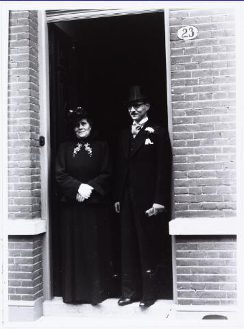 007259 - Alb.F.W.M. Kneepkens (apotheker) en Riet H.C. de Pont. Huwelijksinzegening op 2 mei 1942 te 10.00 in de kerk van het Heilig Hart Noordhoek Tilburg.