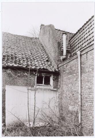 017113 - Achterzijde van het slooppand Capucijnenstraat 111 begin 1981