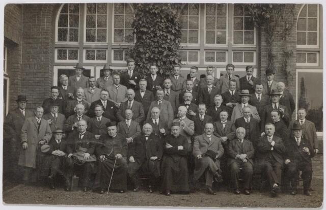 044833 - Tilburgse deelnemers aan een retraite in het retraitehuis Ignatius van Loyola te Vught.