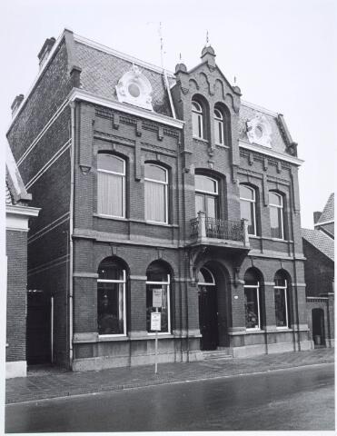 019558 - Herenhuis in de Goirkestraat, gebouwd rond 1900, gefotografeerd eind 1975