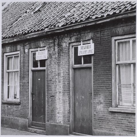 025903 - Onbewoonbaar verklaarde woningen aan de Lochtstraat anno 1959