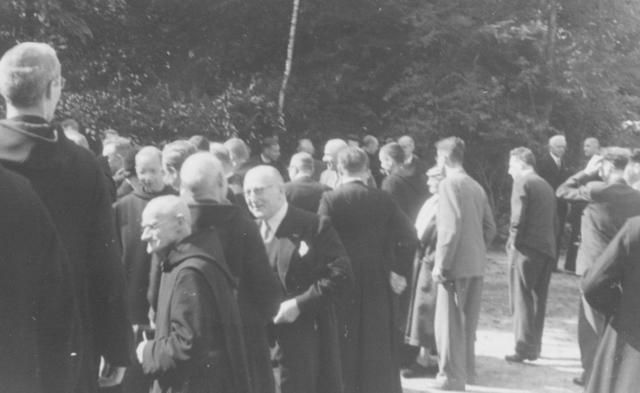 105231 - Ontvangst van leken-gasten in de Sint Paulusabdij. Kloosters