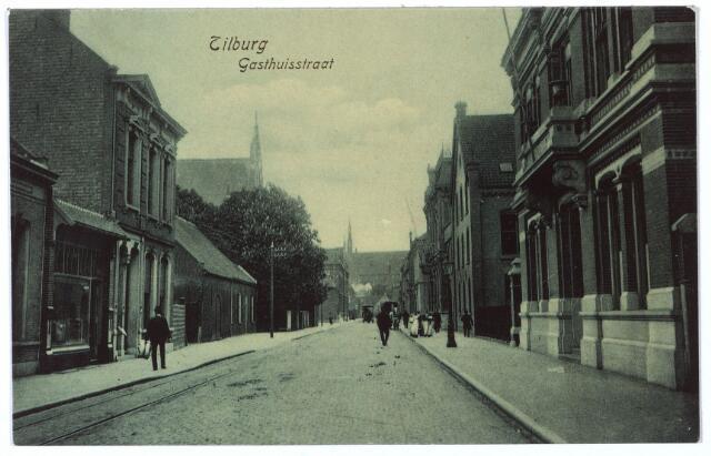 000447 - Gasthuisstraat, in het pand rechts was later het Nederlands Textielmuseum gevestigd.