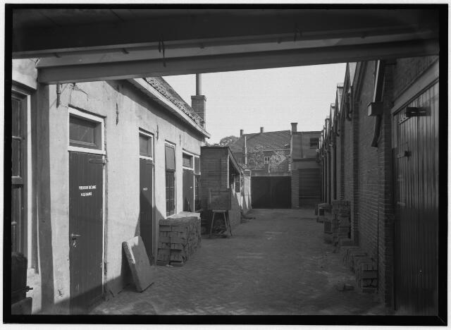 050884 - Band- en Veterfabriek Van Luijk en Zn. N.V. aan de Schoolstraat 49.